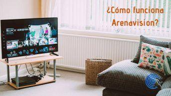 Televisón en un salón de la casa frente al sofá