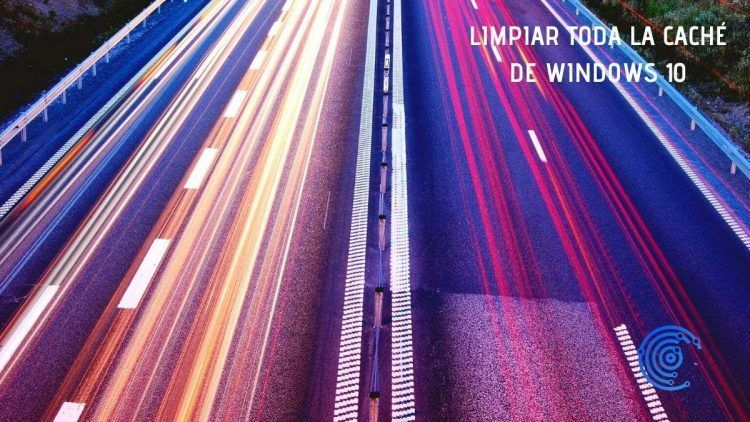 Imagen de una autovía con la luces de los coches corriendo rápidos